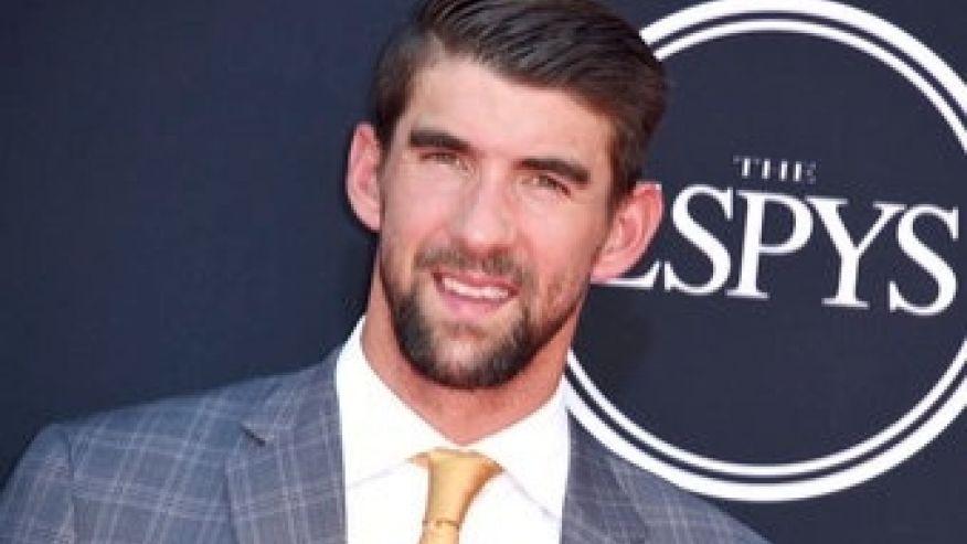 Michael Phelps will lose vs. great white shark, Lochte says  https://t.co/mOCCAUtX6R via @Fox411 https://t.co/LpzUbtVncG