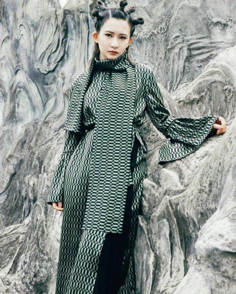 #FendiPreFall17 prints pop in @wonderlandmag @meuko_meuko shop by oldboypic https://t.co/ly85vzTGm6