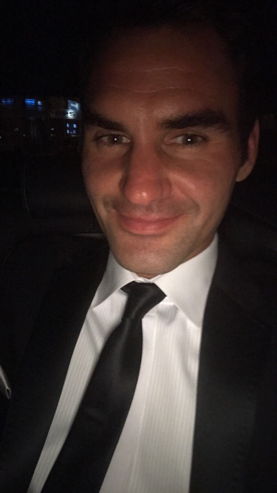 On my way to the @Wimbledon champions dinner �� https://t.co/J1CLMosSkH