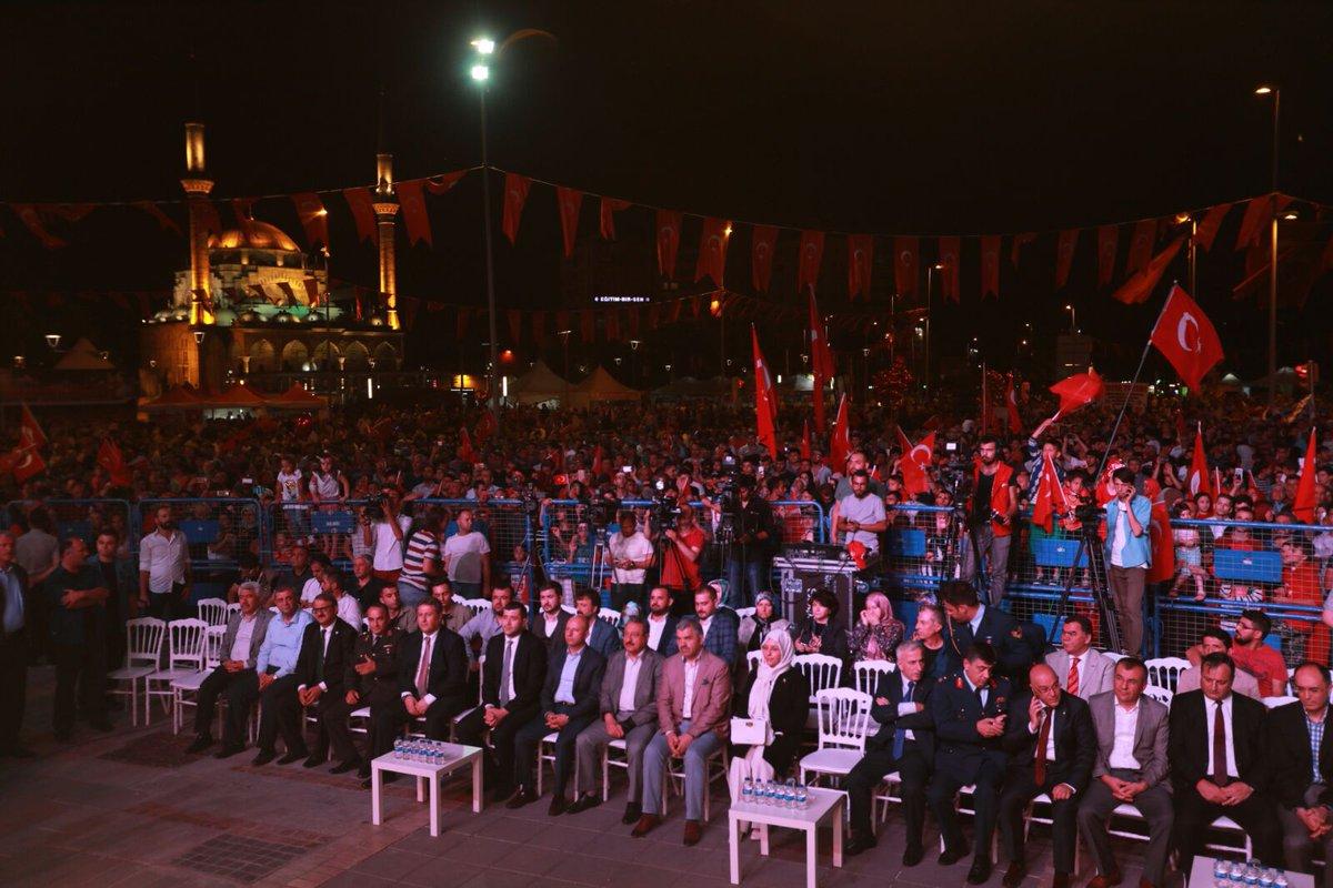RT @HMPalancioglu: 2)Milli birlik ve beraberliğimiz adına #nöbetedevam #15Temmuz #Meydanlardayız https://t.co/aJrEPd8Yql