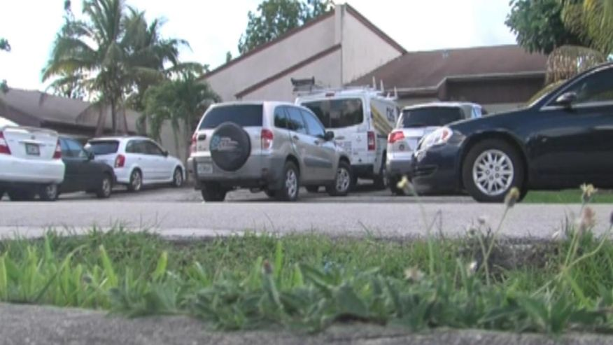 Toddler in Florida dies after being left in hot car https://t.co/GVtjU9ZZsW https://t.co/J8PL41t4Ja
