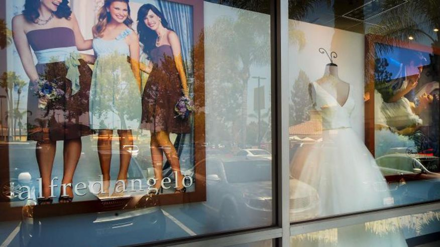Alfred Angelo Bridal stores close, leaving brides scrambling for dresses https://t.co/nYFNoS9ghH https://t.co/4JbHiUsfsi