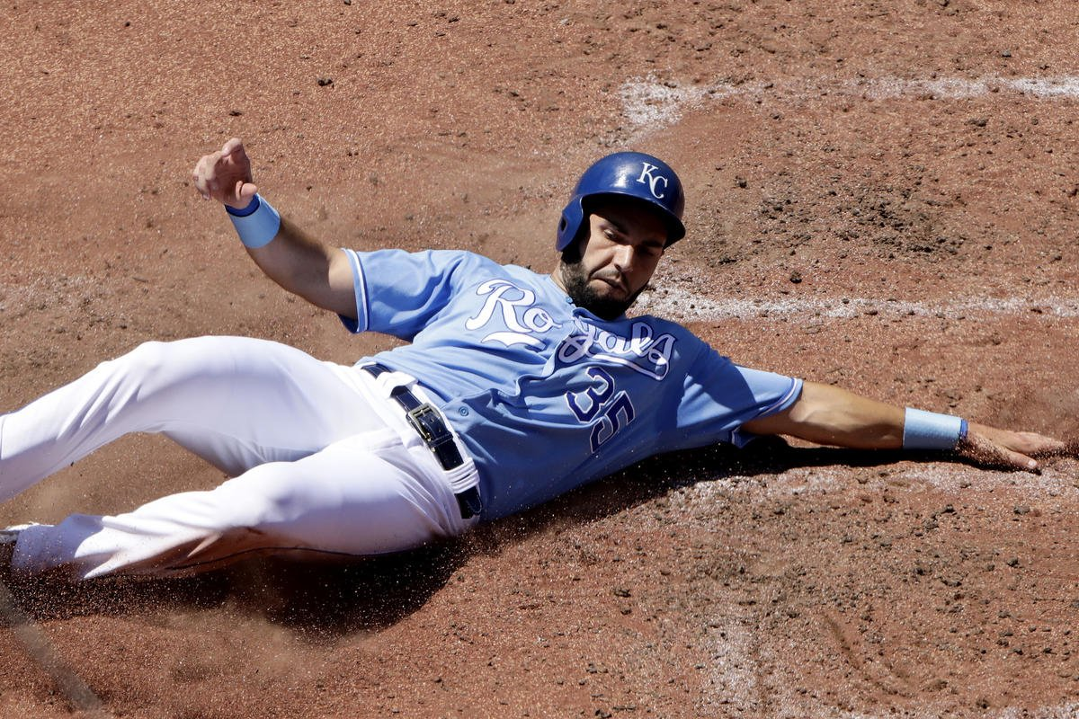 Choo loses fly in sun with 2 out in 9th, KC shades Texas 4-3