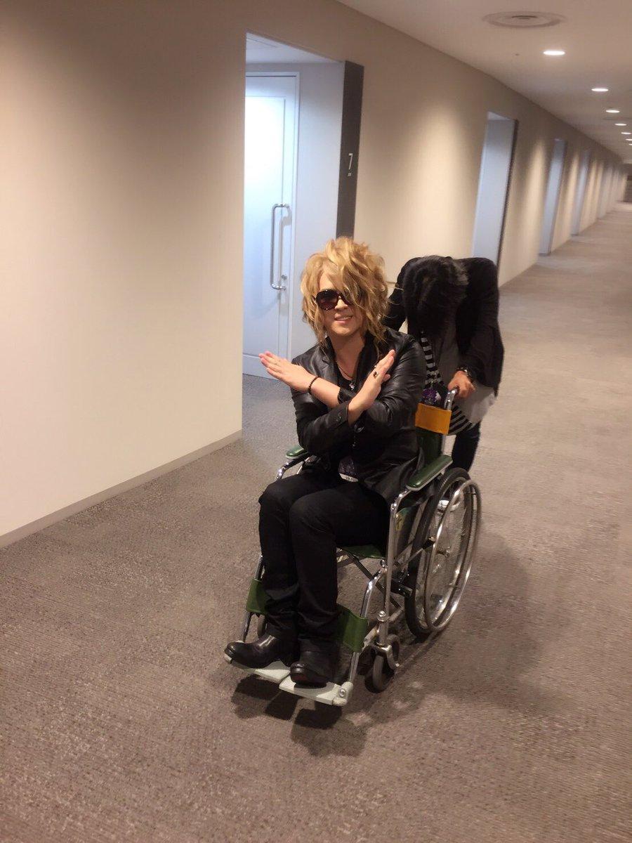 test ツイッターメディア - 昨日横浜に向かう時に腰に激痛。そのまま横アリ内は車椅子になってしまった。すぐ治るなら心配かけたくなかったので一晩様子みましたが駄目でした。今日はゲネプロ。明日検査です。 昨夜はYOSHIKIさんやGEORGEさんにもお気遣い頂いて恐縮です。最終日の成功をお祈りしています! https://t.co/GKG5FCBRwC