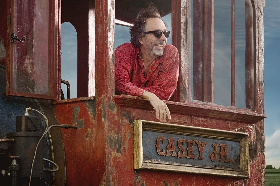 #Dumbo: Disney shares first look photo of Tim Burton on the set of live-action remake https://t.co/MDsG45eNvv https://t.co/exjE3JK3hO