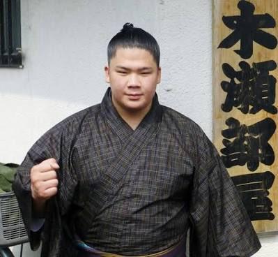 相撲の宇良関をみて、なんか漫画「のたり松太郎」の田中に似ている。
