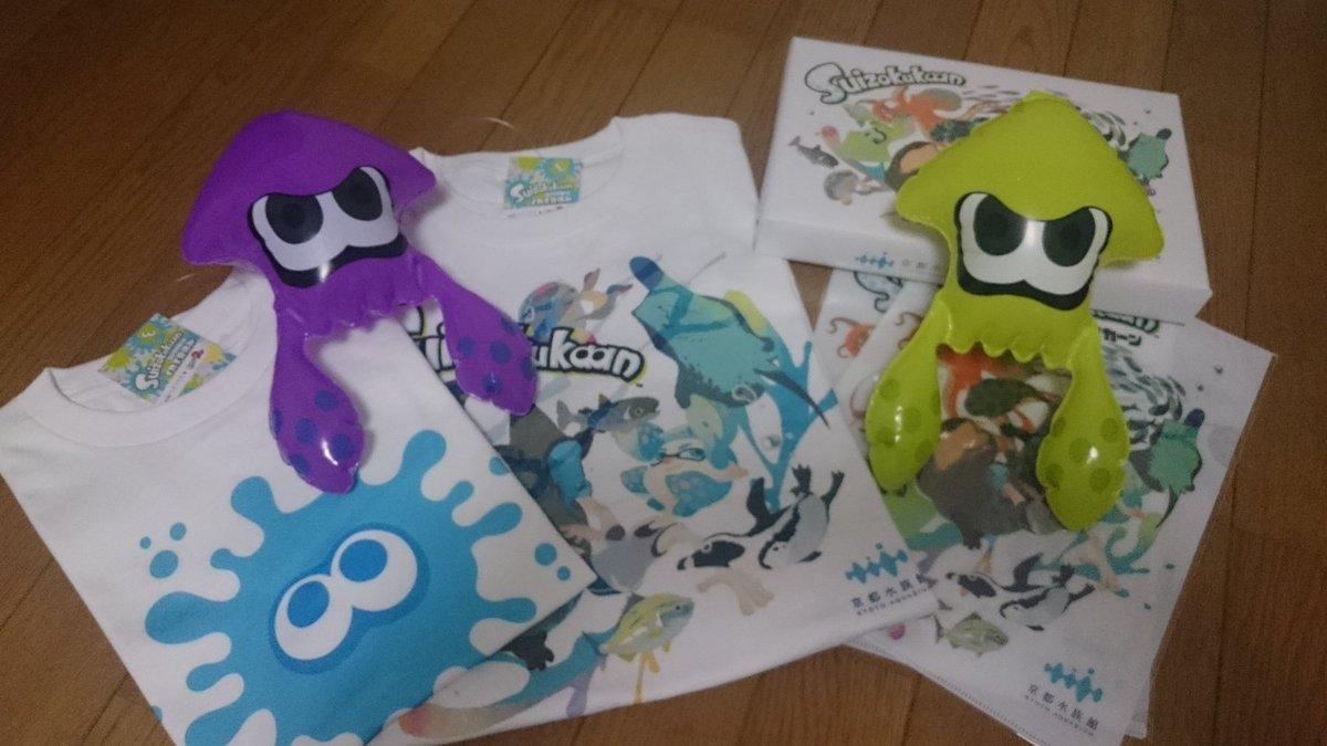 test ツイッターメディア - 京都水族館に行って来ました!スプラ2とコラボしててイカちゃんだらけだったwユニ◯ロのスプラTシャツ着てる人がちらほらいて、声かけたくて仕方なかったですがガマンしましたwwwTシャツ買うか悩んでたのですがやはり買ってしまった…。クッキー3箱はチームの皆へのおみやげです https://t.co/GPLuJe5eAg