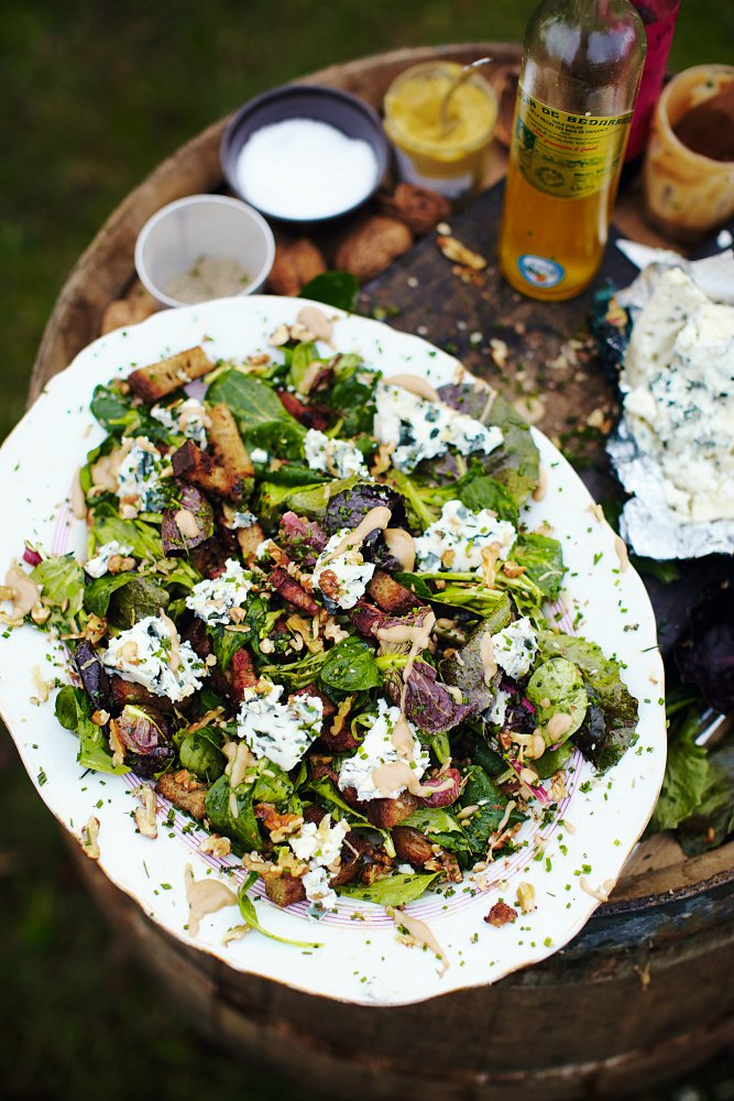 Here is the ultimate walnut and blue cheese salad. Another 20 minute meal success! ???? https://t.co/CJDiMV320s https://t.co/njEnODKOMU