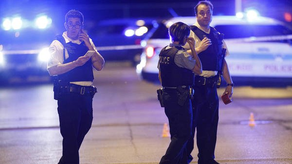 30 people shot, 3 fatally, in 18 hours in Chicago https://t.co/kiybCXHWjN https://t.co/NiZfxieMMH