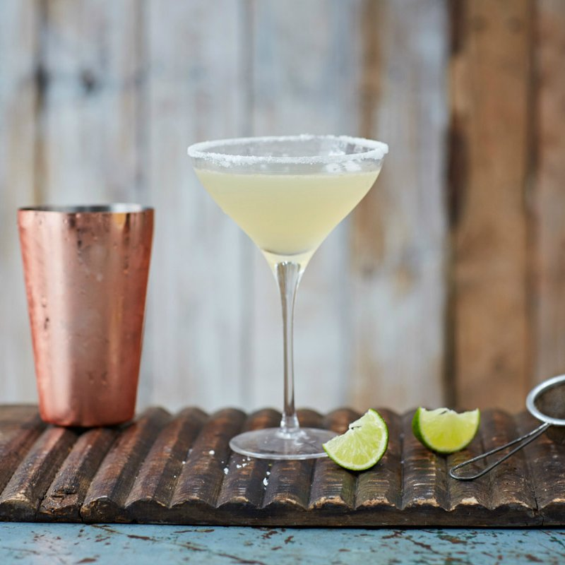 Tequila + triple sec liqueur + lime + ice = the perfect classic margarita cocktail ???????? https://t.co/7Qf8wfKxJL https://t.co/qvtDyQWhy8