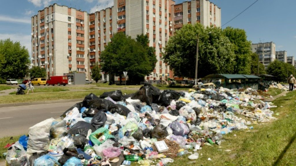 Kicking up a stink: Ukraine's Lviv blighted by trash crisis