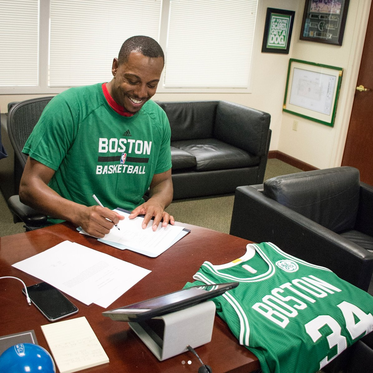 Paul Pierce signs a contract with Boston to retire with the Celtics. ☘ (via @celtics)  MORE: https://t.co/KqZoIYTWWW https://t.co/bc3BIo62K5