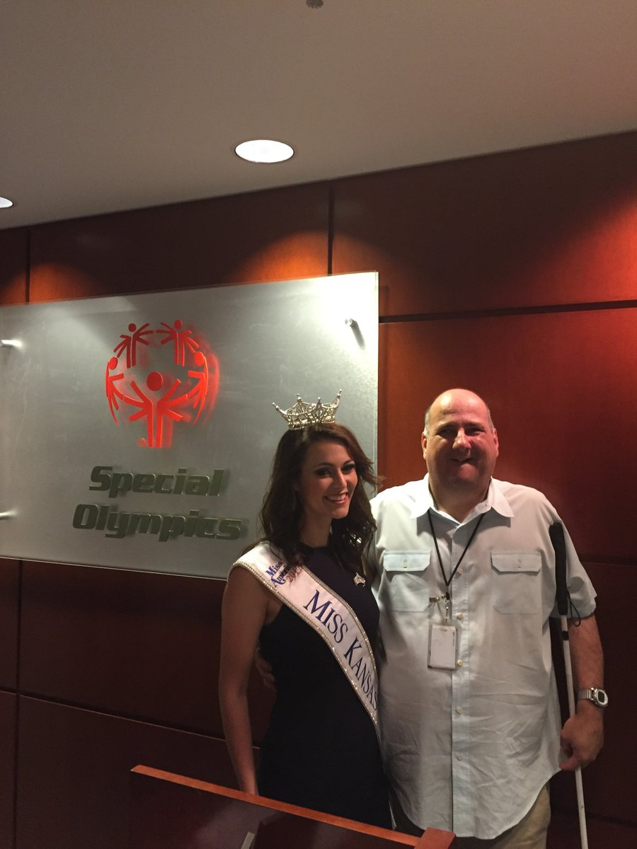 Thanks @missamericaks for stopping by @SpecialOlympics HQ today to share her #beunstoppable campaign! #ChooseToInclude https://t.co/lyqzQQLBp5