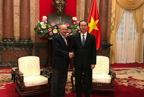 ¿Qué hace Carlos Salinas de Gortari en Vietnam? https://t.co/C823iGfA79 https://t.co/QpBeidyetL