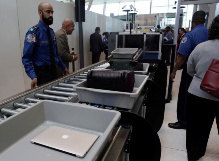 U.S. ending laptop ban on Middle Eastern airlines https://t.co/IeevtHbByT https://t.co/xJ6EaGQBj0