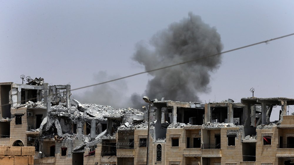 Air strikes hit Syria's Raqqa as ISIL fighters defend stronghold