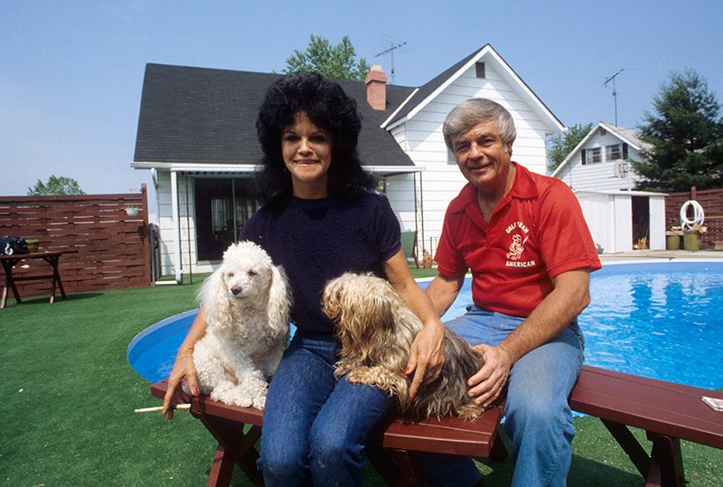 Orioles manager Earl Weaver and wife Marianna pose outside their Baltimore home in May 1980. https://t.co/gK3UM9kZEV