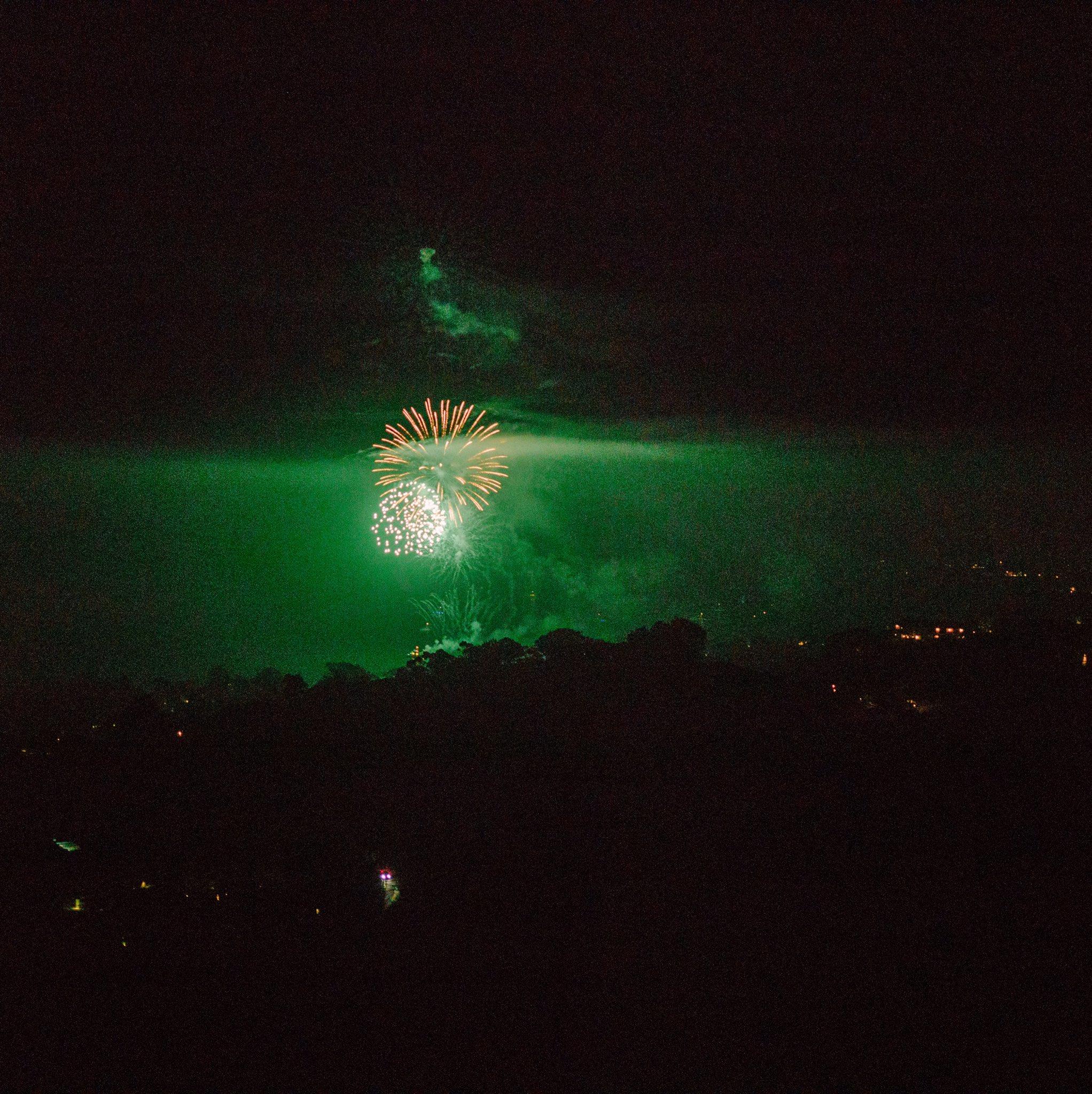 Firework photos I took last night. ���� Instagram: thisforeverland https://t.co/3GI6wWK9Eu