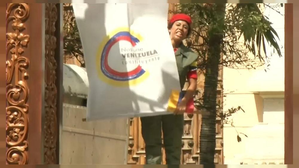Venezuela: pro-government mob storms opposition controlled assembly