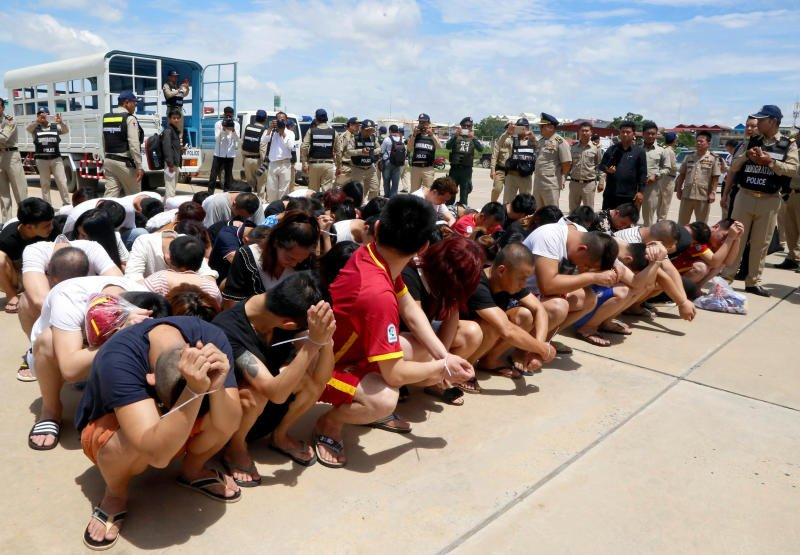 Cambodia deports 74 suspected of Internet extortion home to China