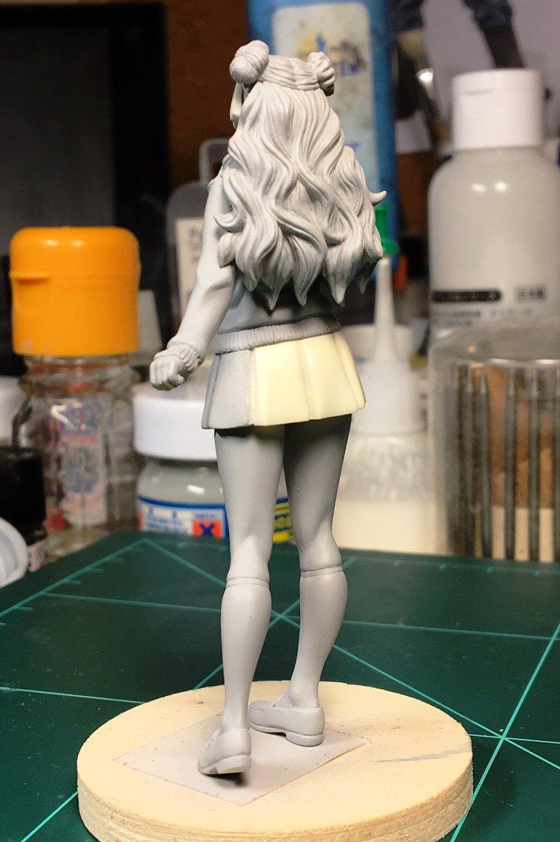 モデルカステン1/20ギャル子ちゃんスカートは後ろ側だけ別パーツになってます。スカートのシルエットを重視したのでキャスト