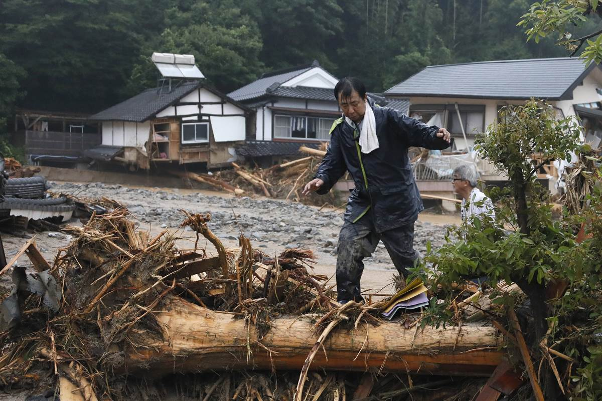 Heavy flooding destroys homes and traps hundreds in Japan