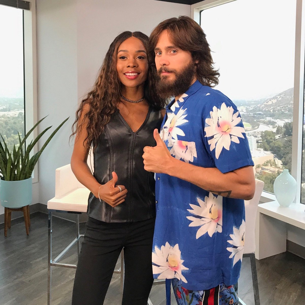 Tune in to @enews 7PM PT / 11PM ET TONIGHT!! ???????? #ADayInTheLifeOfAmerica https://t.co/JkVctVQfcJ
