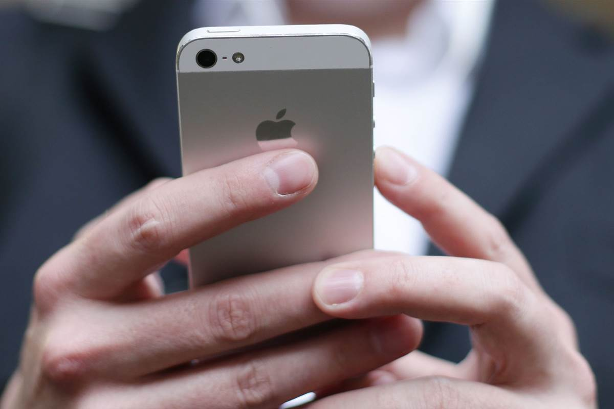 Computer chip maker asks government to block all U.S. iPhone sales