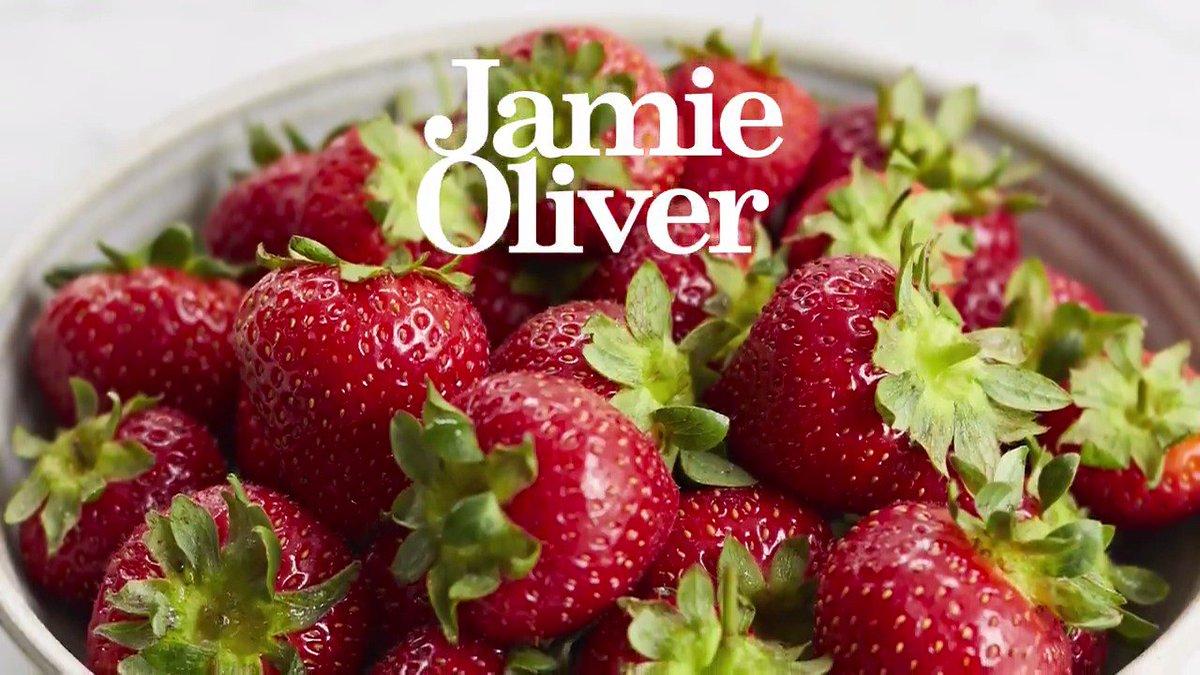 Luckily these 5 strawberry recipes are better than Jamie's #Wimbledon puns....???????????? https://t.co/yOuuk5vIjj https://t.co/O6NtXVCBXO