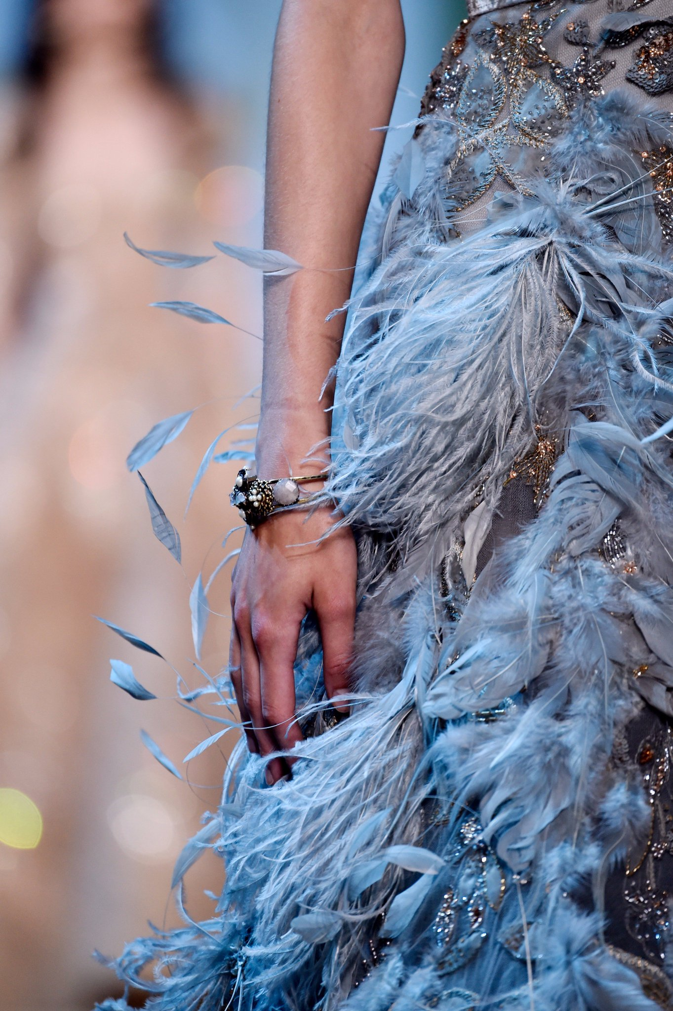 A closer look at the details of the ELIE SAAB Haute Couture Autumn Winter 2017-18 Show #ATaleOfFallenKings https://t.co/QkO3y03u8v