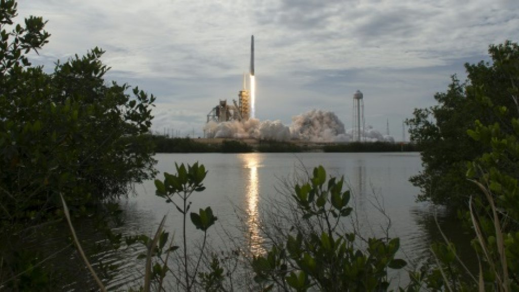 After two delays, SpaceX launches broadband satellite for IntelSat