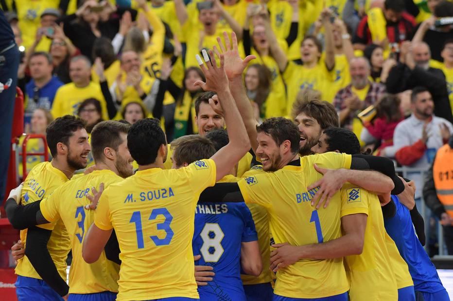 Sem Bernardinho, Brasil supera EUA e vai à decisão da Liga Mundial em Curitiba