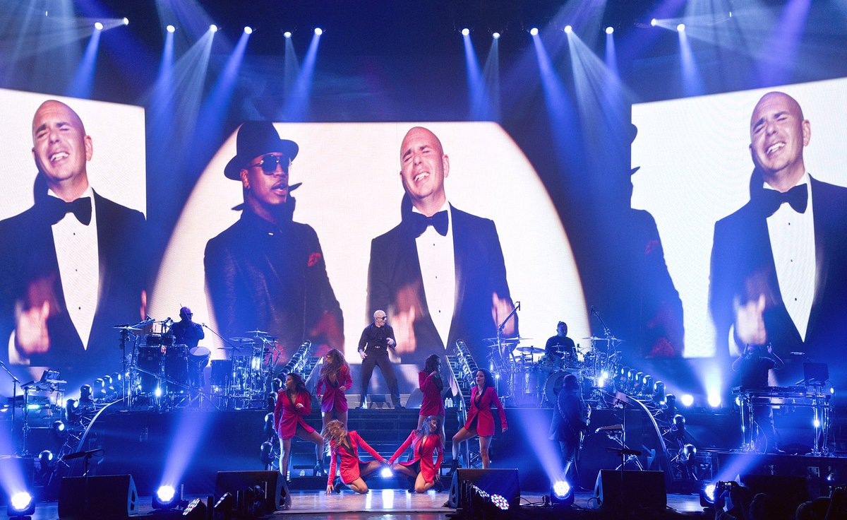 Let's have the time of our lives! #FlashbackFriday #PitbullVegas https://t.co/yUJWBUFr9J