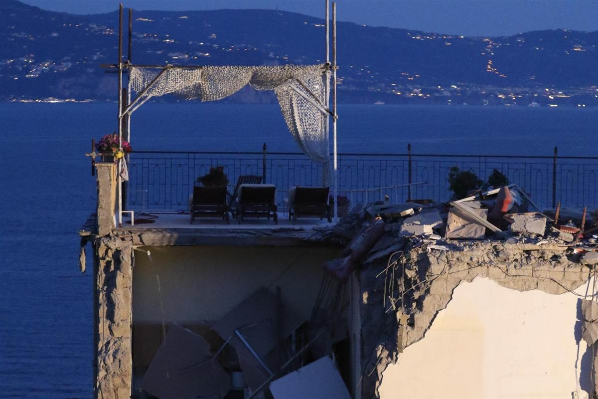 Eight body pulled from rubble in Italy building collapse
