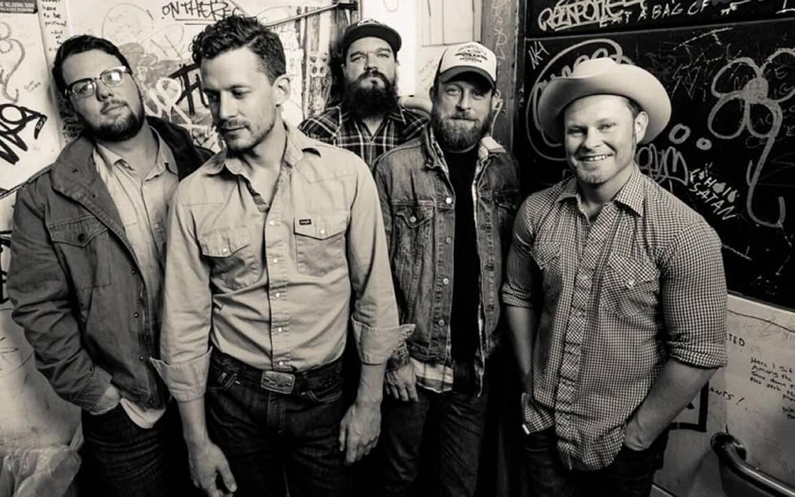 Turnpike Troubadours take Uptown Theater crowd on a journey down country's many roads