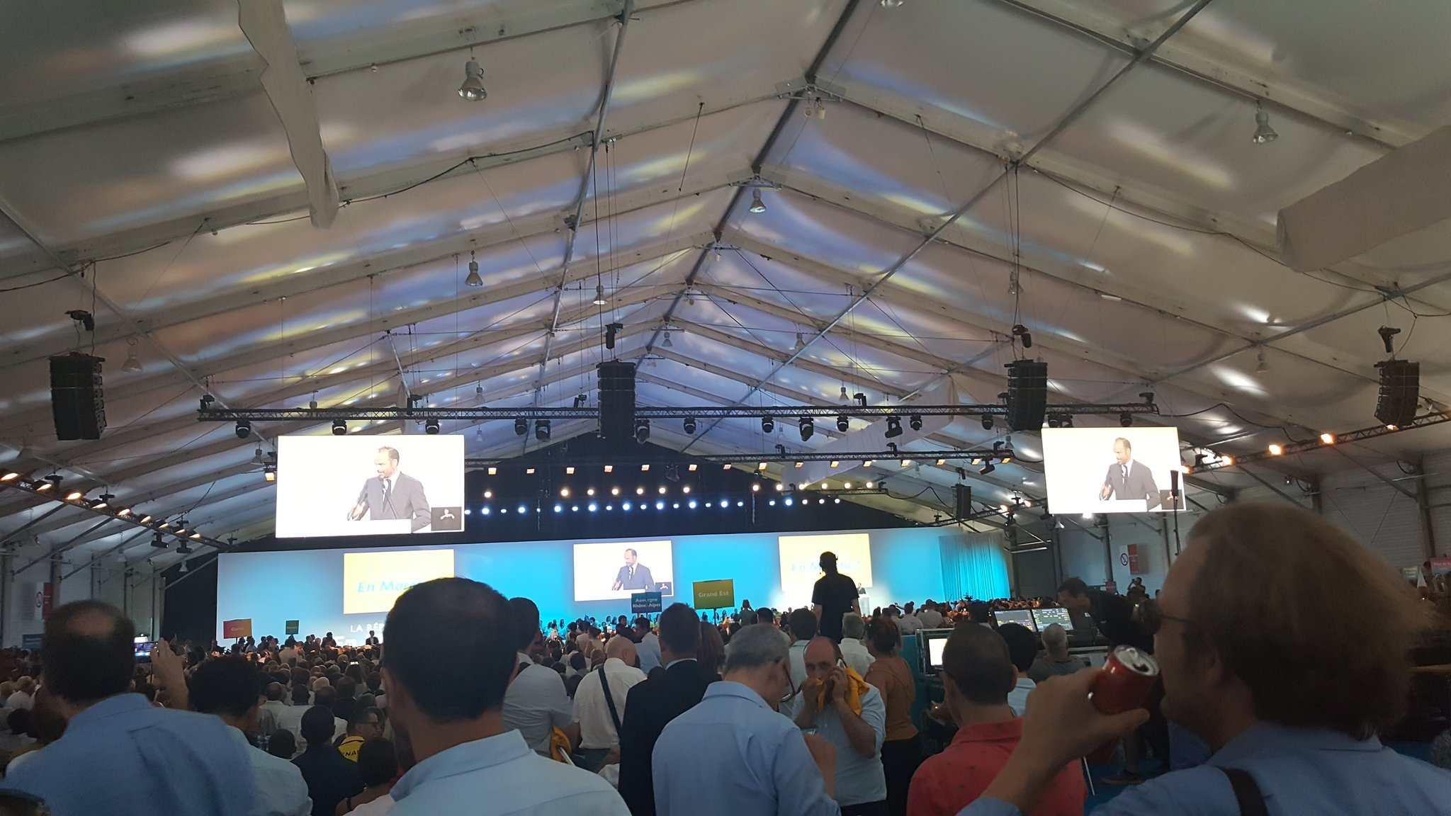 'Nous vivons un moment unique de notre vie politique.' @EPhilippePM #ConventionLaREM #ConventionLREM https://t.co/uGa6njK5Ph