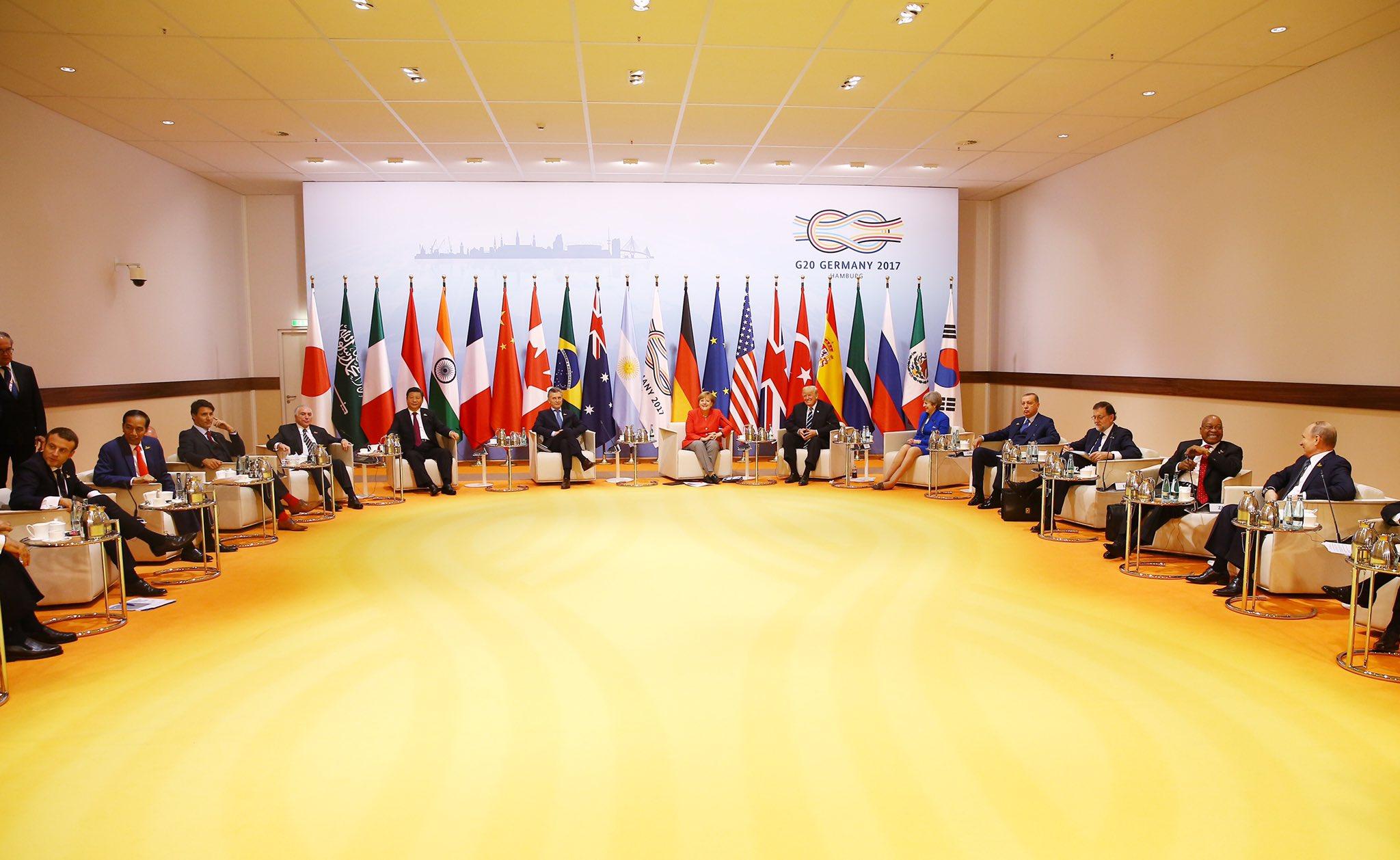 G-20 Zirvesi'nde küresel ekonomik ve toplumsal düzene ilişkin fikir alışverişinde bulunduk. https://t.co/FS7eU8NWvW