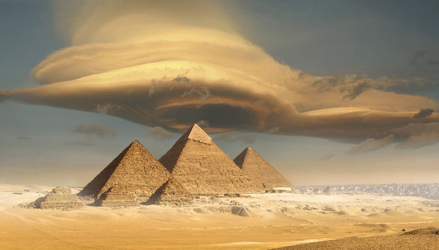 RT @earth_captured: Lenticular clouds over the Egyptian pyramids https://t.co/kgaSoFVqtp