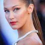 Topless, Bella Hadid mixe denim et diamants