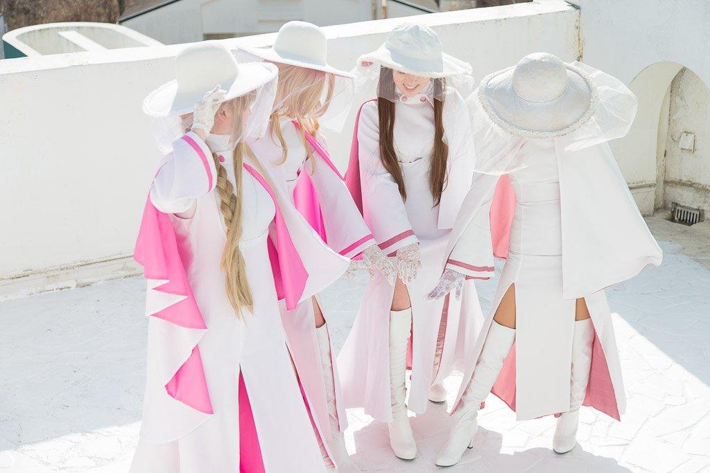 ARIAの典礼服はすごく天野先生らしいセクシーで良いデザインだからみんなコスプレしたりイラスト描いたりするといいと思う