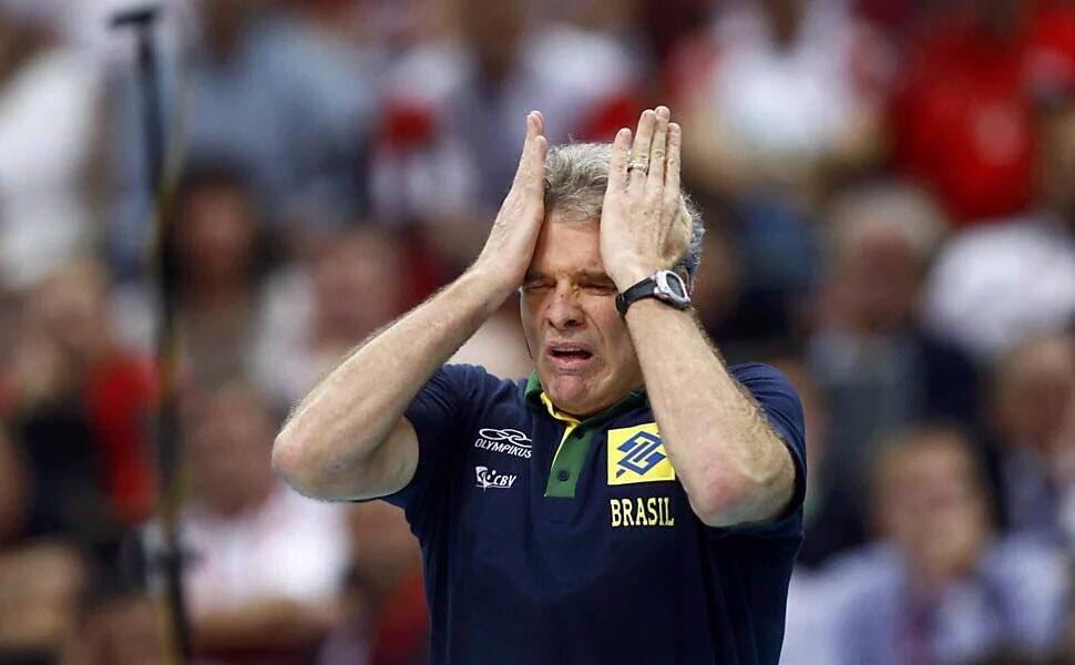 se o bernardinho ainda fosse técnico da seleção masc. de vôlei ele já ia tá assim nesse jogo #LigaMundial