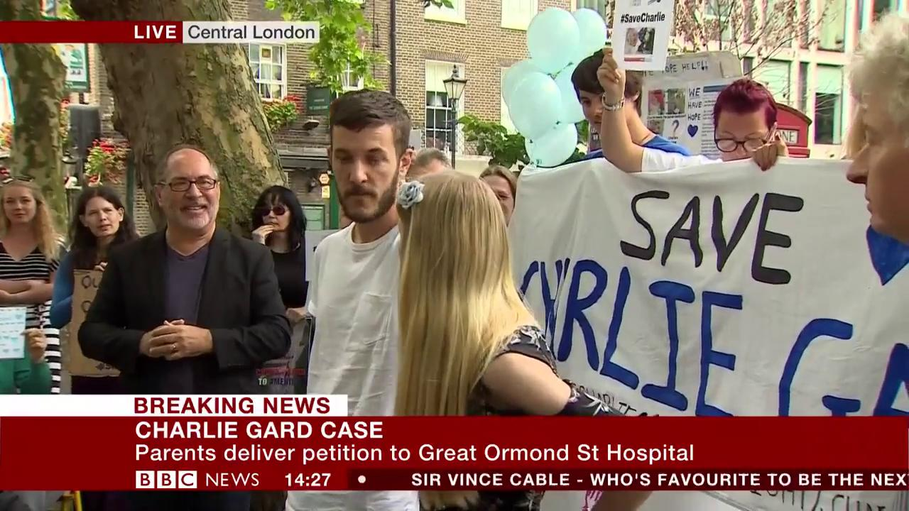 'He deserves a chance' - Charlie Gard's parents deliver petition to @GreatOrmondSt in London https://t.co/lkHnEEGk2p https://t.co/wjhOd2awH6