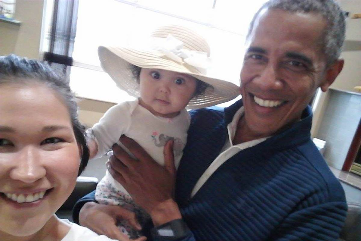 """Oh my God, it is Obama"": Alaska mom and baby meet the ex-president"
