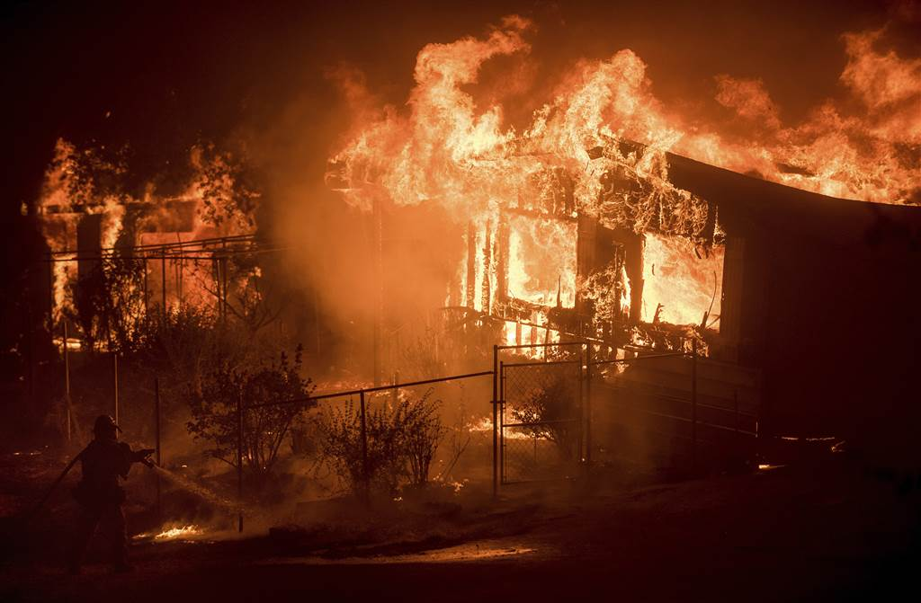 Wildfires threaten hundreds of homes in California via @NBCNewsPictures