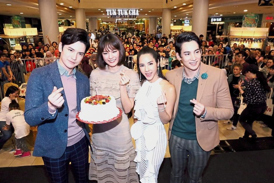 Thai stars get the royal treatment from Malaysian fans