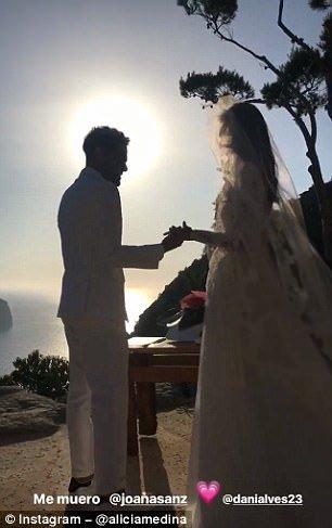 Dani Alves Marries Spanish Model Sanz in Secret Wedding