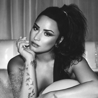 Love this pic of @ddlovato #SNSJuly11 get ready https://t.co/Ab8QWaXluG