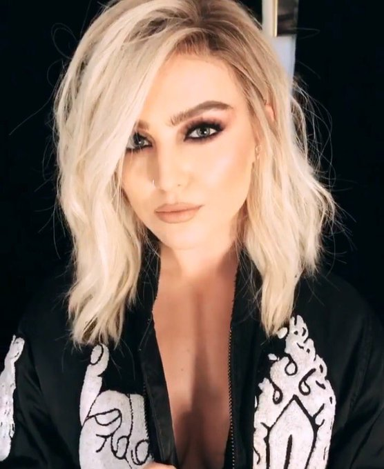 Happy birthday to my god Perrie Edwards    I love you queeeen. Keep smiling!