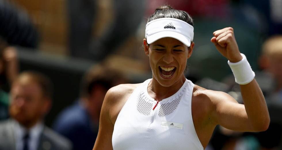 Corta celebración. #CuartosMañana �� Short celebration. #QuartersTomorrow �� @Wimbledon https://t.co/cwSoDic8sT