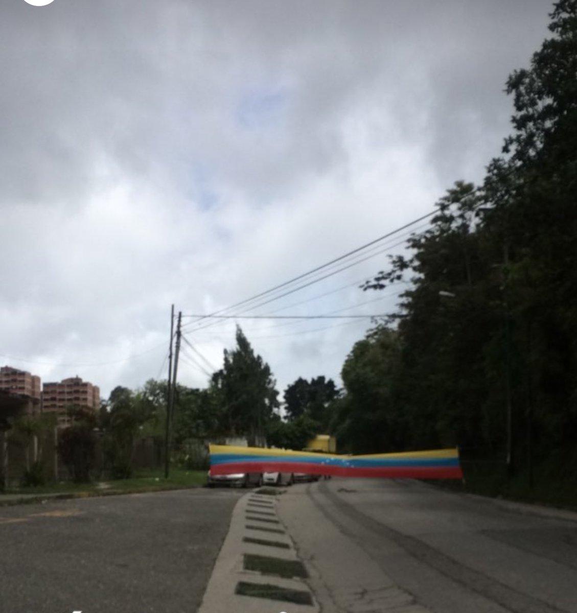 RT @anitam2483: Vía San Diego, esto frente al retiro San Antonio de los altos #10jul #miranda #caracas #veneZuela https://t.co/LUywRgkKei